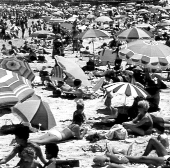 Crowrd on Bondi Beach, 1968. Photo: Jack Hickson. State Library of NSW – APA-46143.